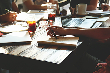 企画から要件定義顧客との打合せ同行まで対応